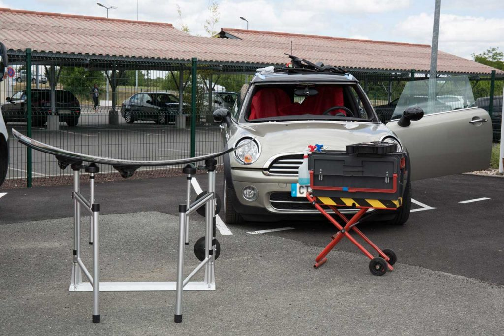 mobile auto glass repair station